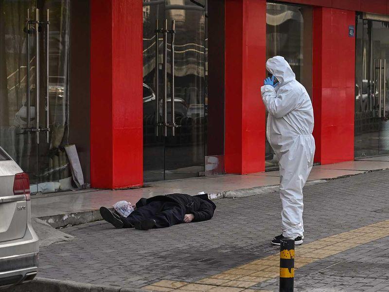 Gulf News] Coronavirus outbreak: Dead man lies on an empty street ...
