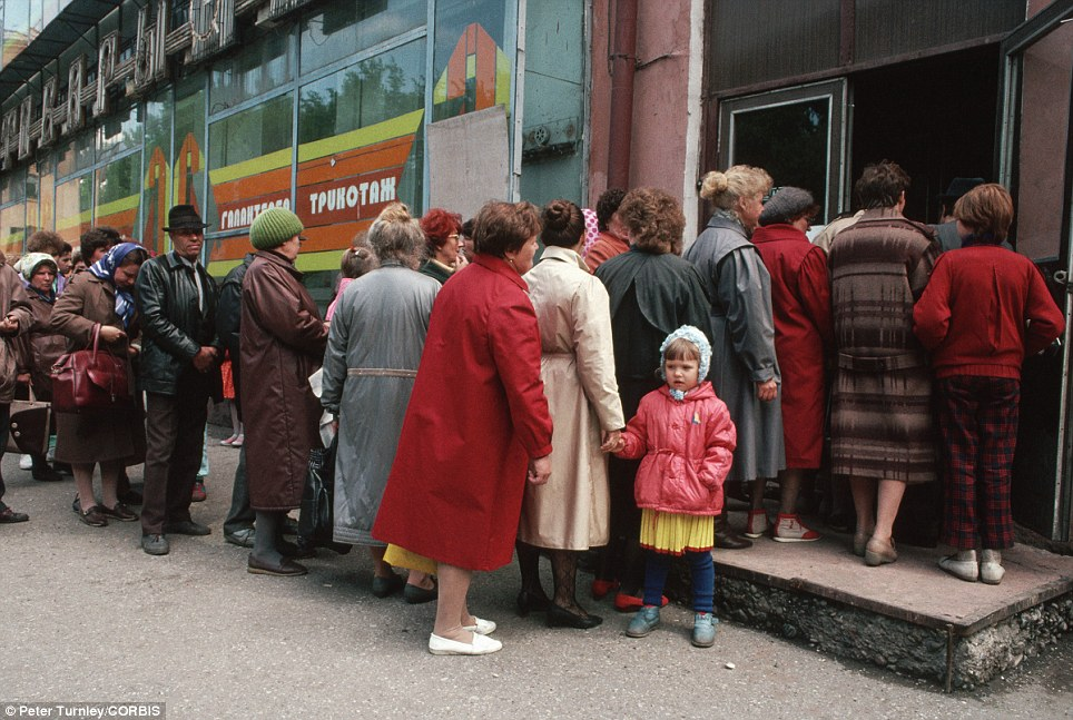 Socialism working: Bread lines of the soviet union. : QualitySocialism