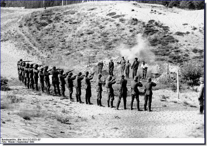 einsatzgruppen-nazi-death-squads-ww2-german-brutal-018