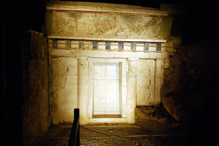 Facade_of_Philip_II_tomb_Vergina_Greece