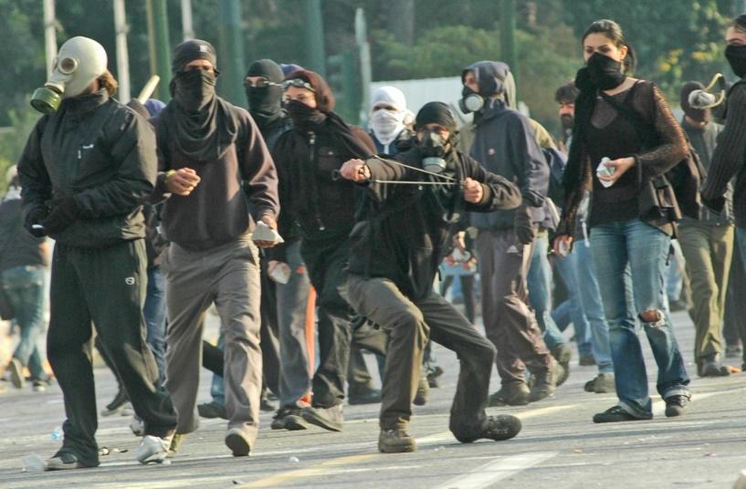 Επίθεση αναρχικών σε αριστερούς και αριστεριστές που τους πέρασαν για  Κνίτες - Ειδήσεις - νέα - Το Βήμα Online